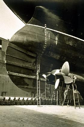 RMS Aquitania (b/w photo)