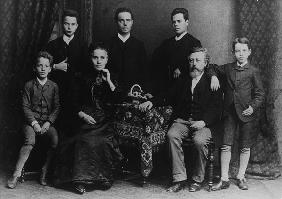 Wilhelm Liebknecht and his family (b/w photo)