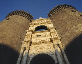 Triumphal arch bearing arms of Aragon and Triumph of Alfonso of Aragon on the exterior of Castelnuov