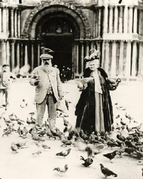 Claude Monet (1840-1926) and his wife, Alice (1844-1911) St. Mark's Square, Venice, October 1908 (b/ 1825