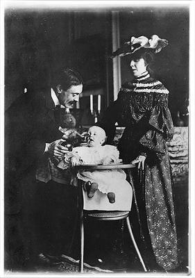 Paul Valery (1871-1945) his wife Jeannie Gobillard (1877-1970) and their child, 1904 (b/w photo) 20th