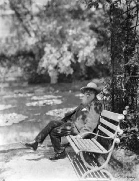 Claude Monet (1841-1926) in his garden at Giverny, c.1920 (b/w photo) 19th