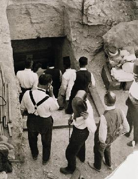 A party going down the steps to the Tomb of Tutankhamun, Valley of the Kings, 1923 (gelatin silver p