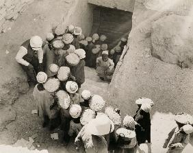 Closing the Tomb of Tutankhamun, Valley of the Kings, February 1923 (gelatin silver print)