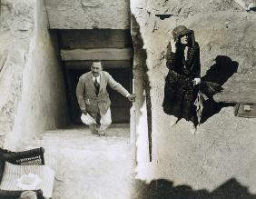 Lady Ribblesdale and Mr Stephen Vlasto at the Tomb of Tutankhamun, Valley of the Kings, 1923 (gelati