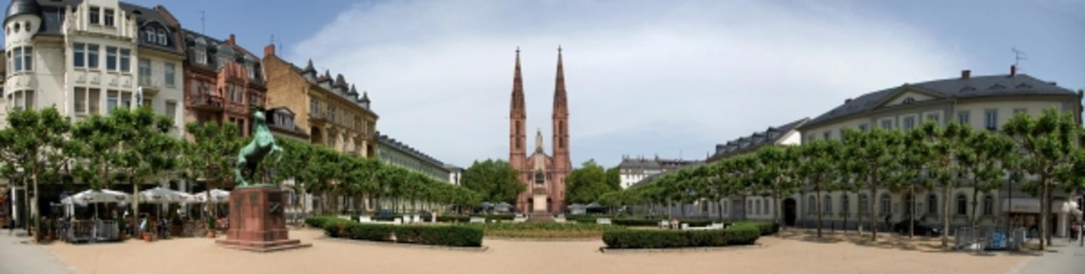 - luisenplatz_wiesbaden_hi