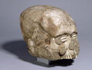 Portrait skull with cowrie shell eyes, Jericho, c.7th millennium BC (skull, plaster, shell) (3/4 vie 1571