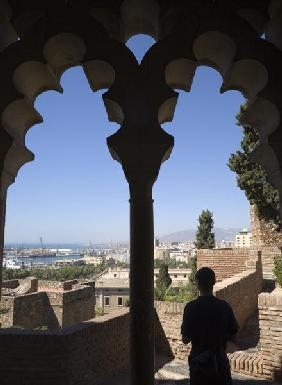 Inside the Alcazaba - view over the city of Malaga and the port (photo)
