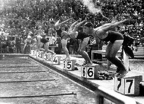 swimming competition at berlin Olympic Games: here swimmers diving in swimmming pool in 1936