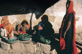 Sellers in vegetable market with typical dresses, Chorwad (photo)