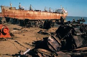 Ship breaking yard largest in Asia Near Bhavnagar (photo)