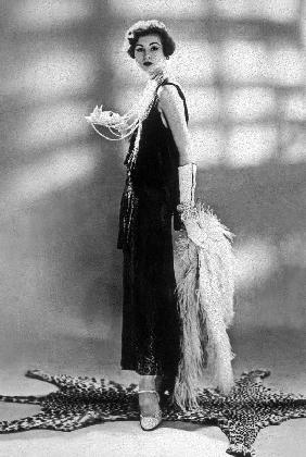 woman wearing Chanel dress 1928