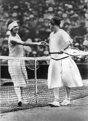 Women finalist of Wimbledon tennis Championship : miss Froy and Suzanne Lenglen in 1925