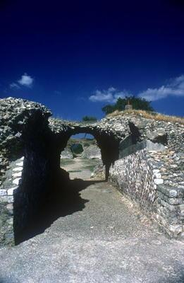 Entrance to the Roman Amphitheatre in the Roman-Etruscan Town (photo) 1660